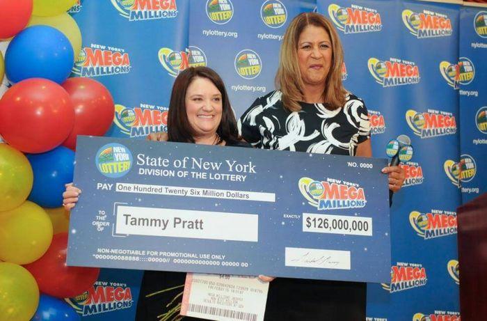 Выигрыш по одному из билетов составил 126 миллионов долларов.