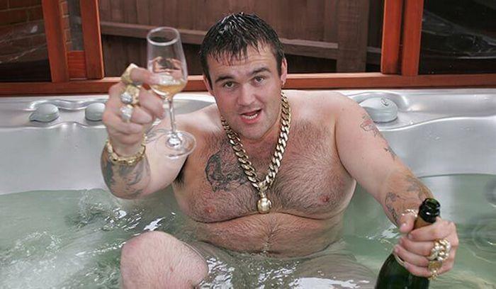 Майкл Кэрролл, ставший счастливым обладателем джек-пота на сумму 15 миллионов долларов, которые он выиграл в Британскую лотерею.