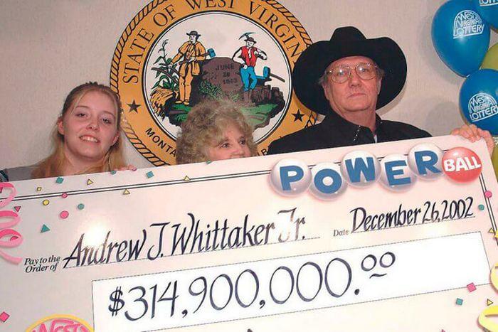 В 2002 году Джек Уиттакер из Западной Вирджинии выиграл в лотерее Powerball 315 миллионов долларов.