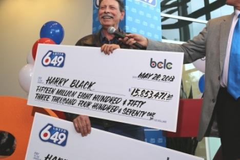 Общая сумма выигрыша Гарри Блэка составила 32 миллиона долларов, другие счастливчики получили по 16 миллионов долларов.